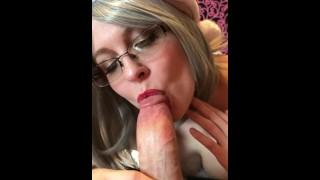 Mrs Claus sucking Christmas cock (Chel Hellbunny)